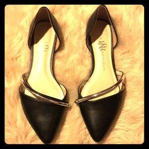 Gorgeous flats. Worn once! Gently used. Size 71/2